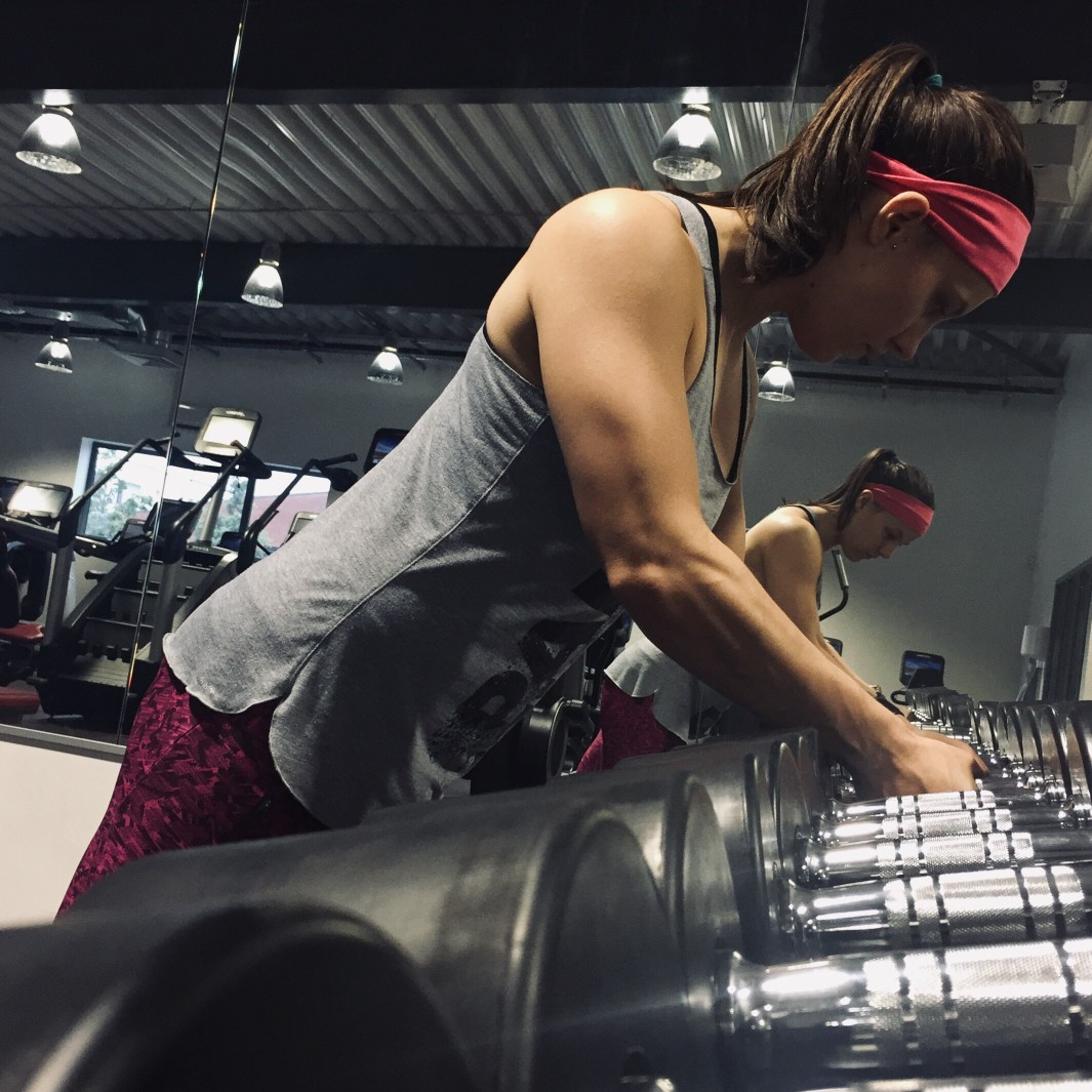 millennial-woman-at-the-gym_t20_6my1B2